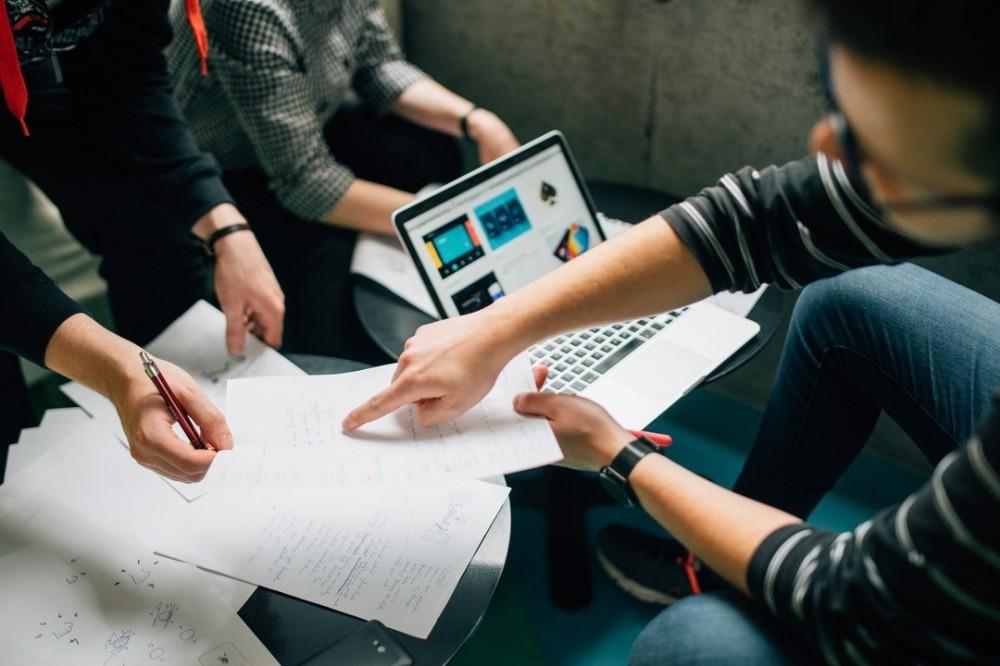 Identifikasi Pelanggan Sebagai acuan dalam membangun buyer persona
